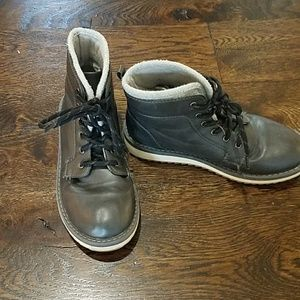 Old Navy boots, size 3.